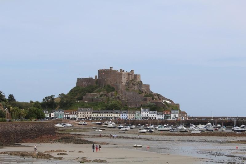 chateau a visiter dans les iles anglo normandes