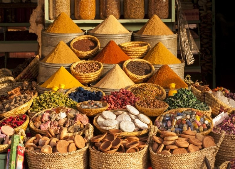 epices dans le souk de marrakech