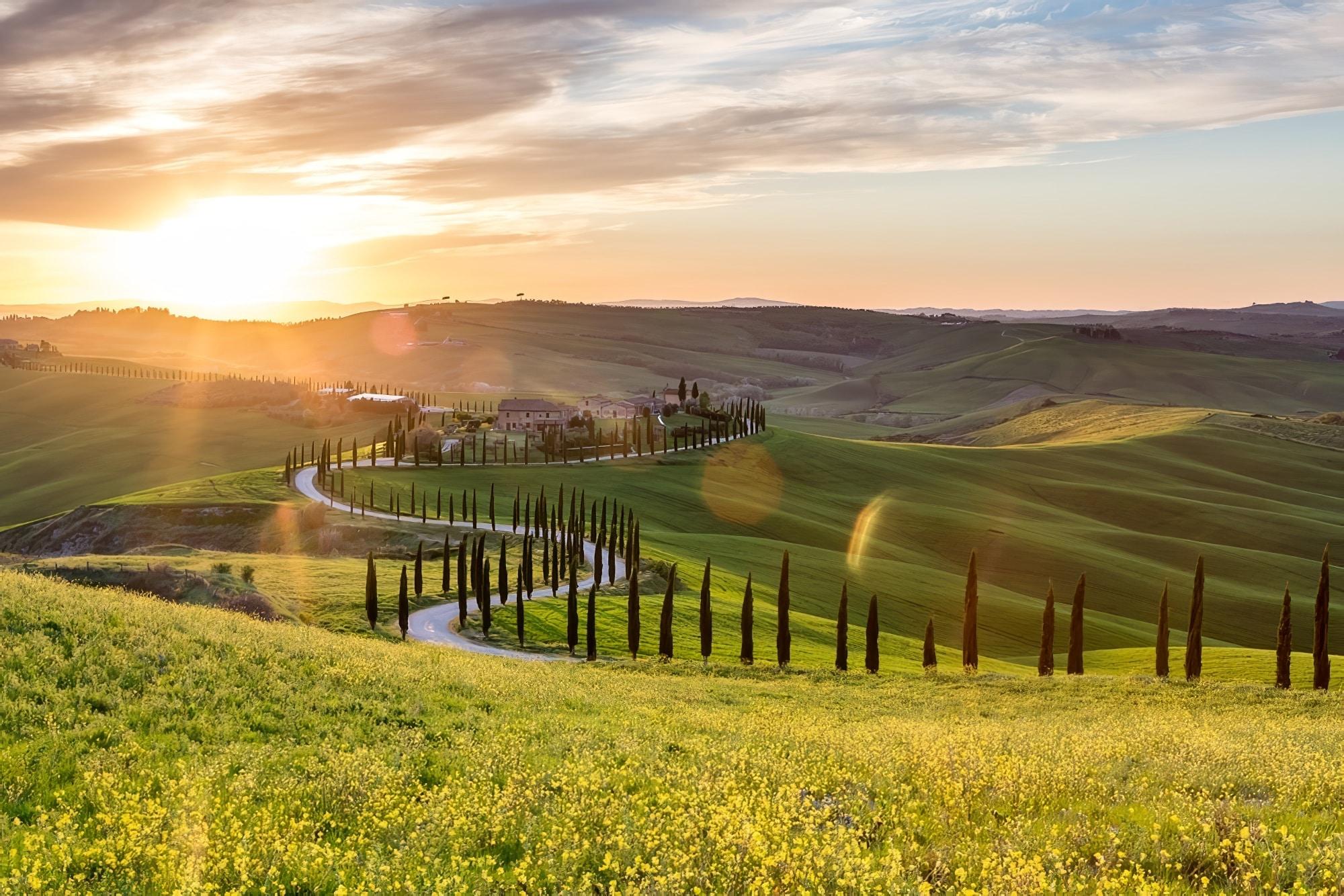 la toscane en camping car visite paysage au coucher de soleil