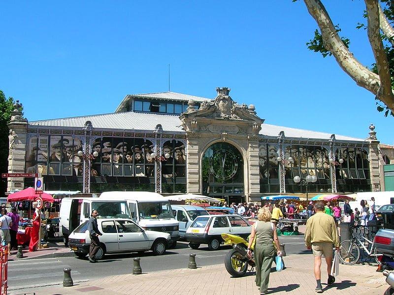 Marché couvert (Halles) de Narbonne (France), un jour de marché.