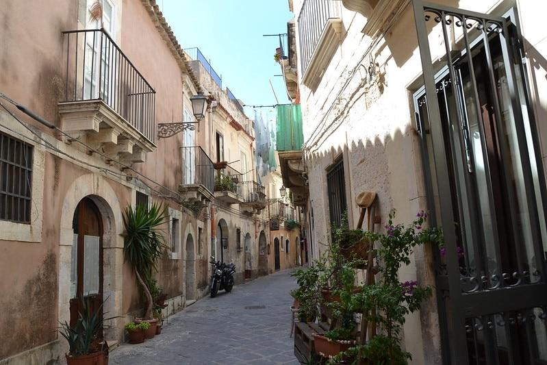 ortygie vieille rue à syracuse