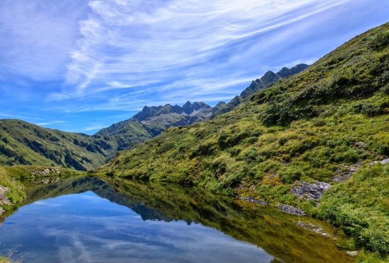 Parapente dans les Pyrénées, lac dans le Luchonnais