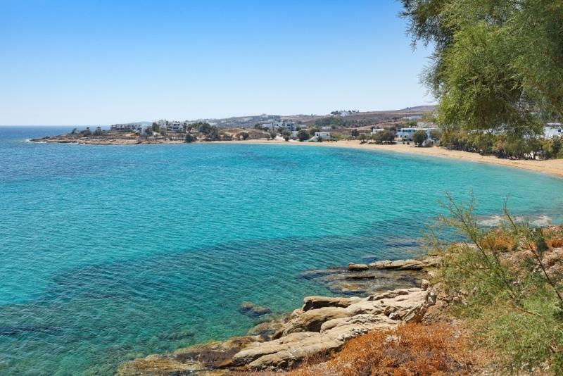 Plage de Logaras à Paros