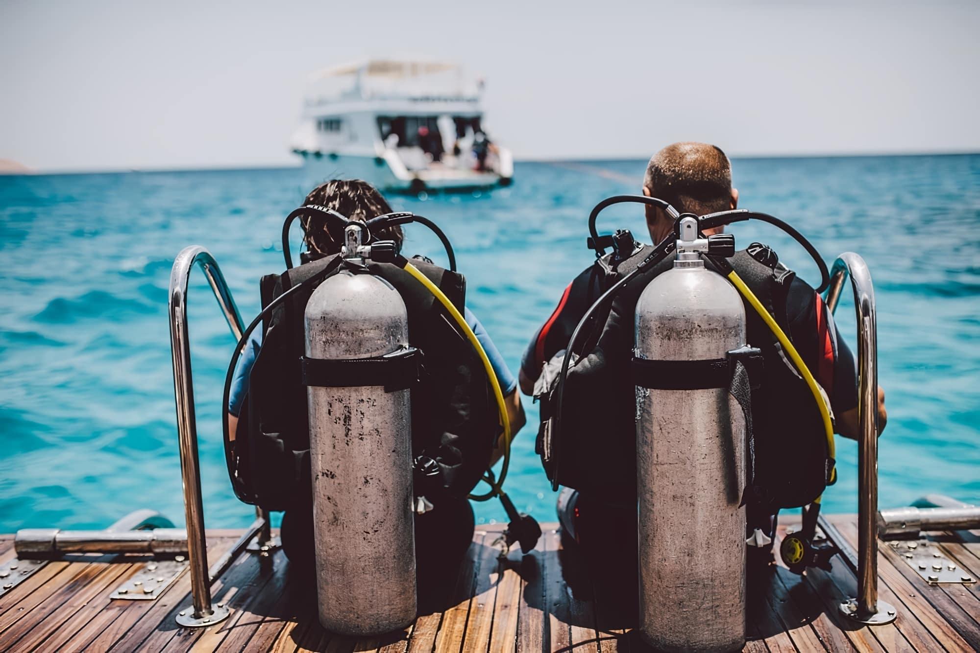 plongée sous marine corse plongeurs de dos