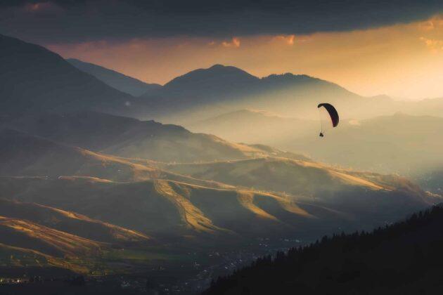 8 endroits où faire du parapente dans les Pyrénées