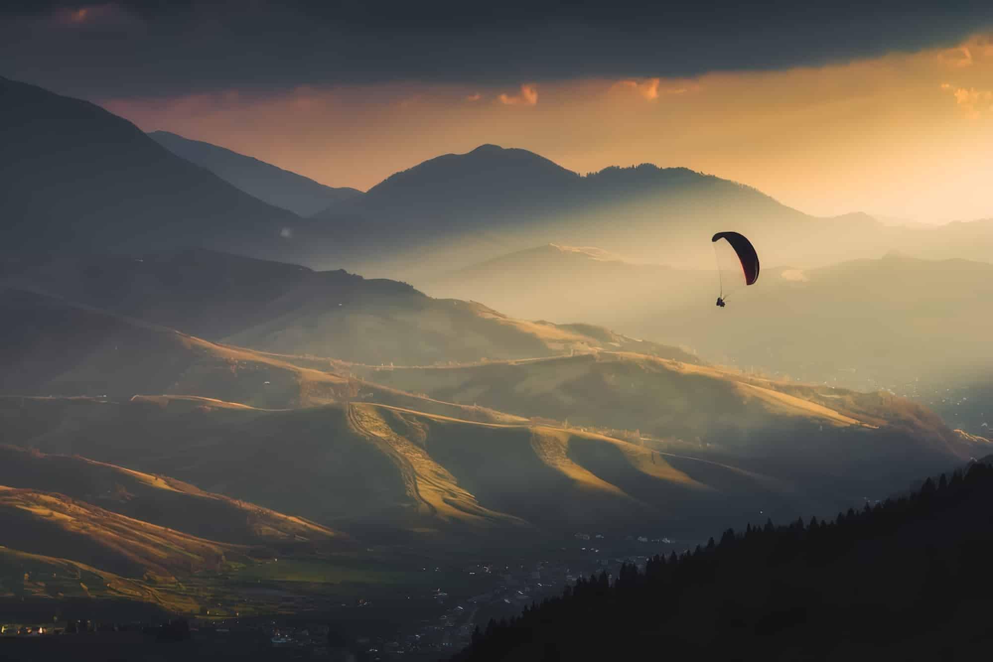 Que faire dans les Pyrénées ? Parapente coucher de soleil