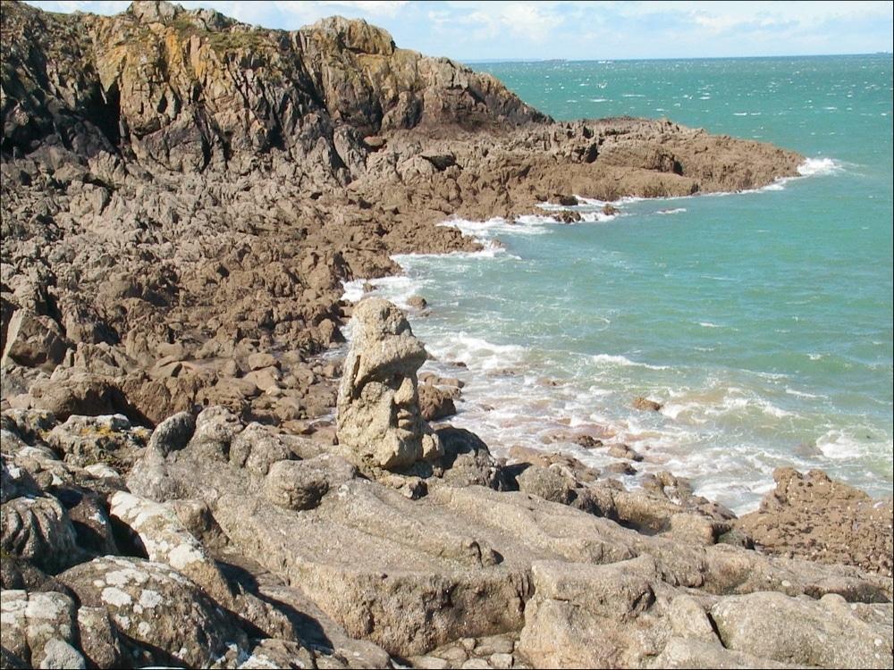 saint malo rochers sculptes