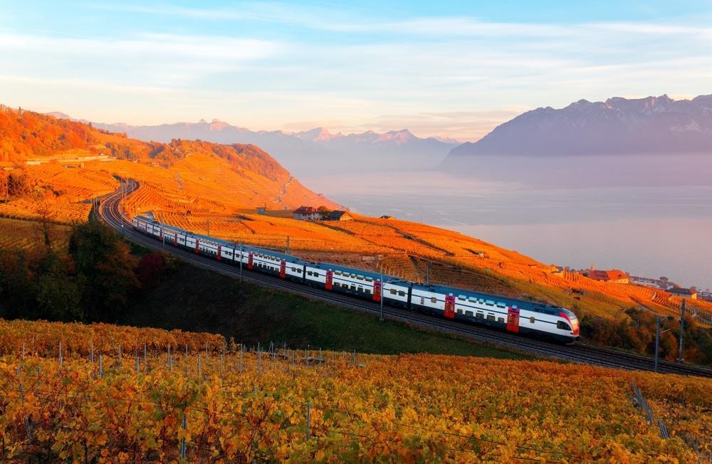 train en suisse lac de geneve