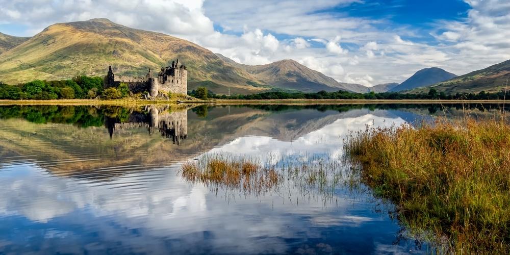 visiter europe en train lac ecosse avec chateau