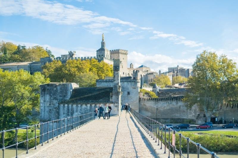 visiter le pont d avignon vue palais des papes