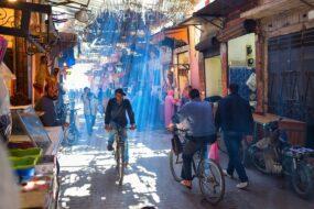 visiter le souk de marrakech en velo