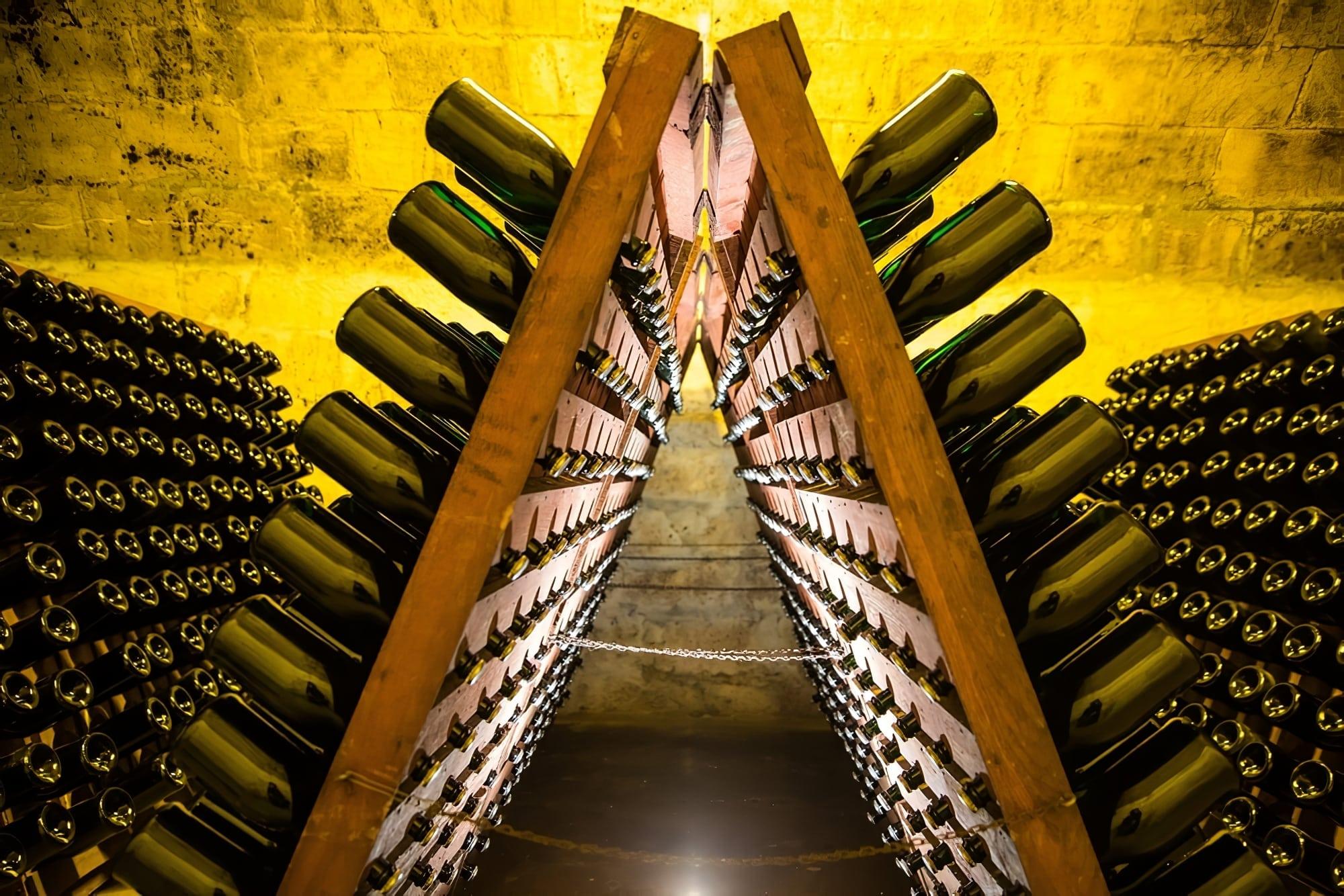 Visiter Reims bouteilles de Champagne retournées