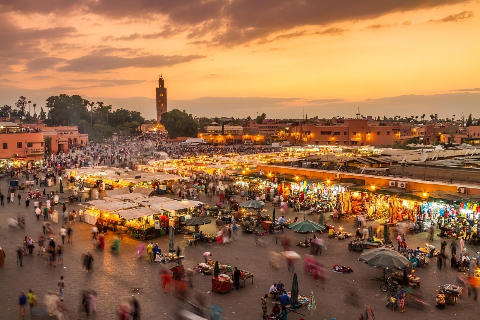 vue globale des souks de marrakech dans la medina
