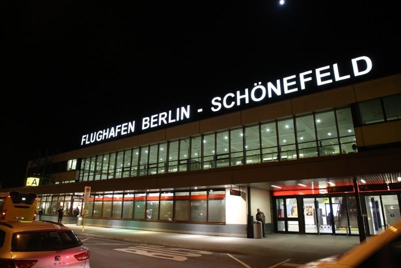 aeroport berlin schonefeld ouvert nuit