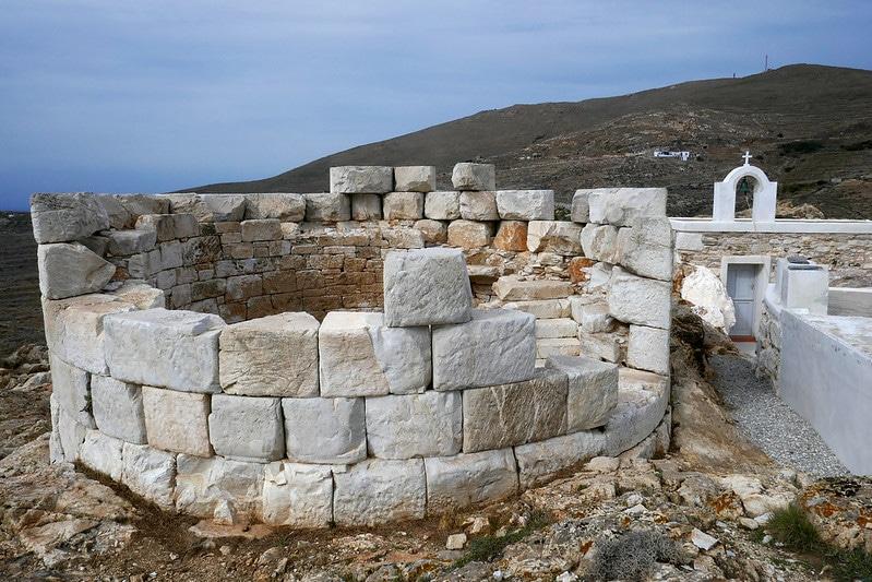 Aspros Pirgos, Serifos