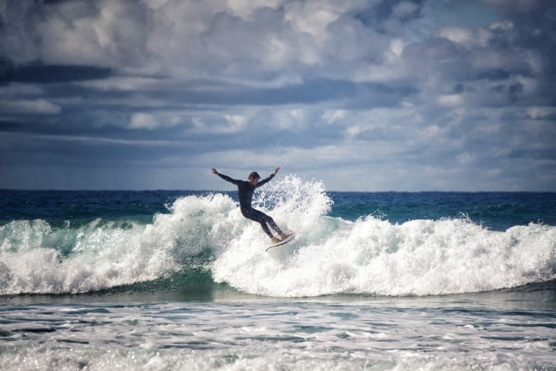 biscarosse plage surfeur