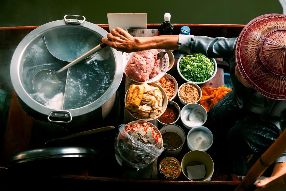 cuisine thai sur une barque