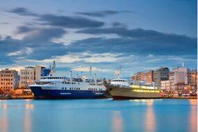 Ferry au port de la Pirée, Athènes