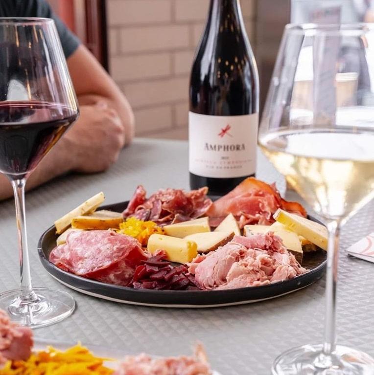 Vin, fromage et charcuterie, Inaro, paris