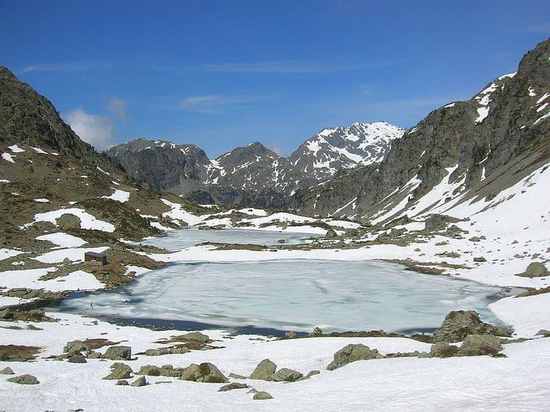 lacs robert massif belledone plongee sous marine glace alpes
