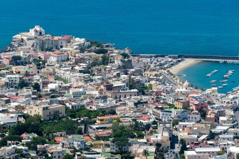 les villages sur ile ischia en italie