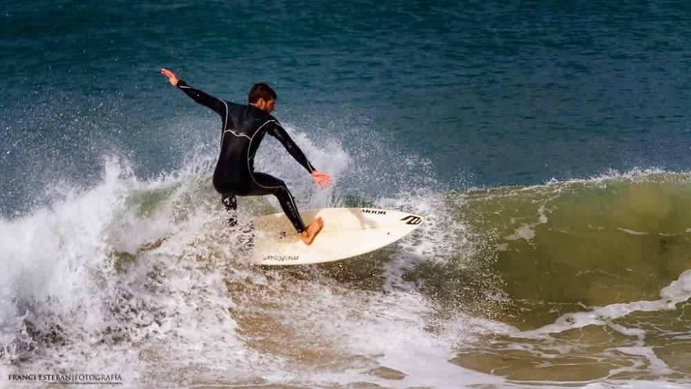 surfeur à Los Lances