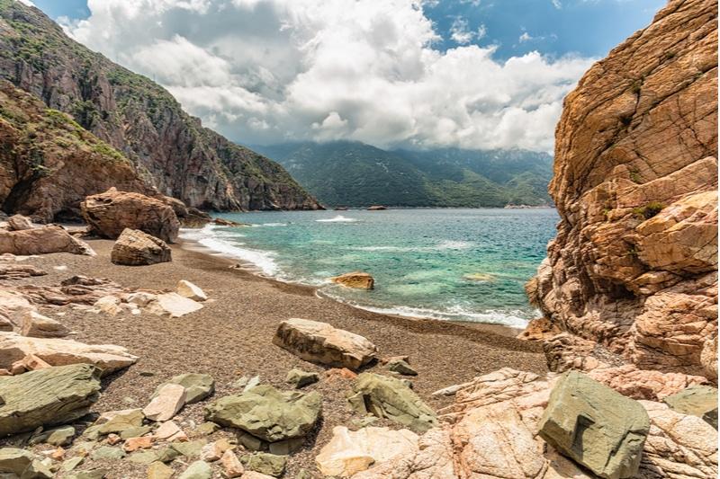 Plage de Bussaglia, roches, escalade, Corse