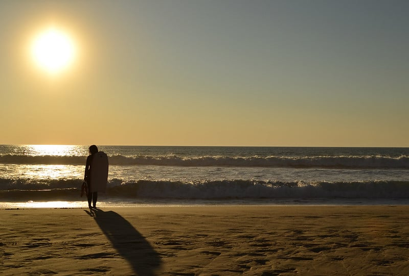 Plage carcans, coucher de soleil, surfeur, lacanau