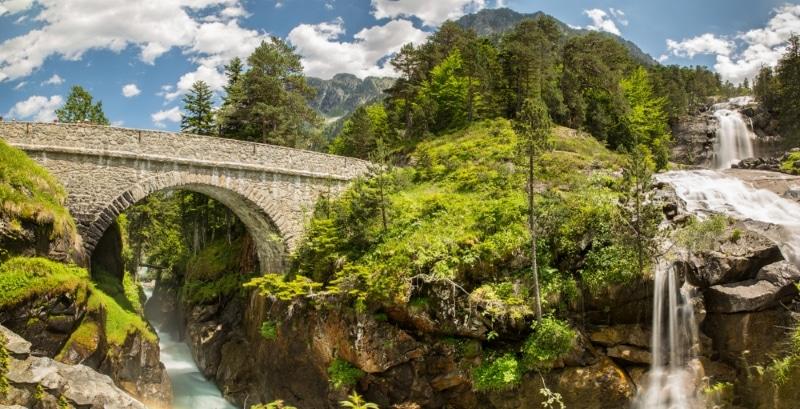 pont espagne faire du vtt dans les pyrenees a cauterets