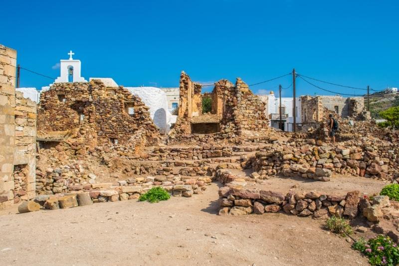 ruines d'un chateau dans les iles de la mer egee