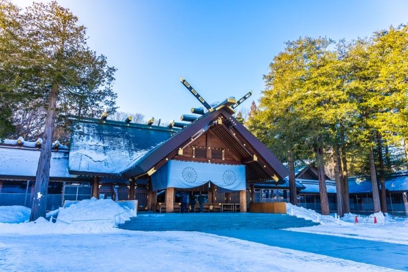 sanctuaire hokkaido de saporo sous la neige