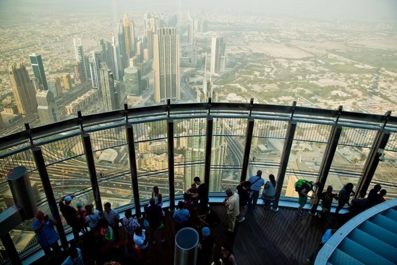 sommet burj khalifa avec des gens vue de jour
