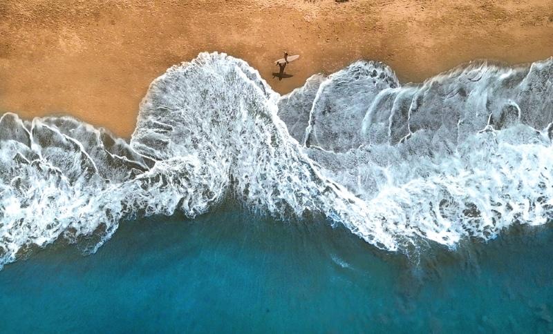 surfeur au cap ferret pres arcachon