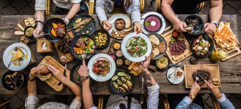 table repas la cene