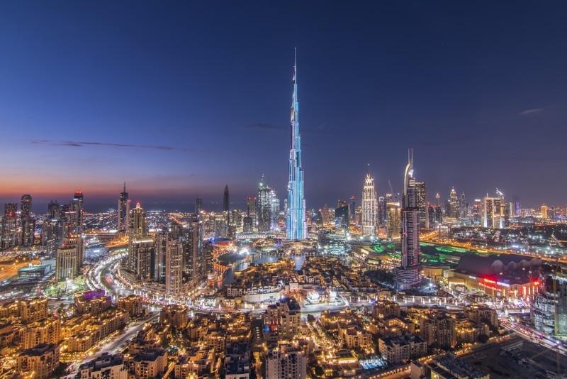 tour burj khalifa exterieur vue de dubai de nuit