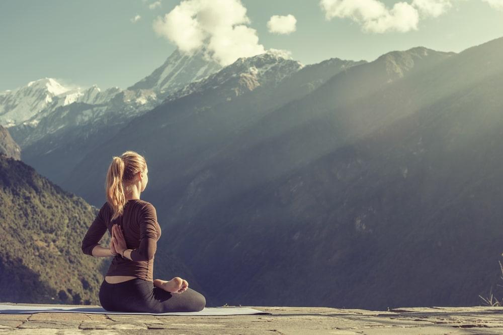yoga dans les alpes de haute provence montagnes