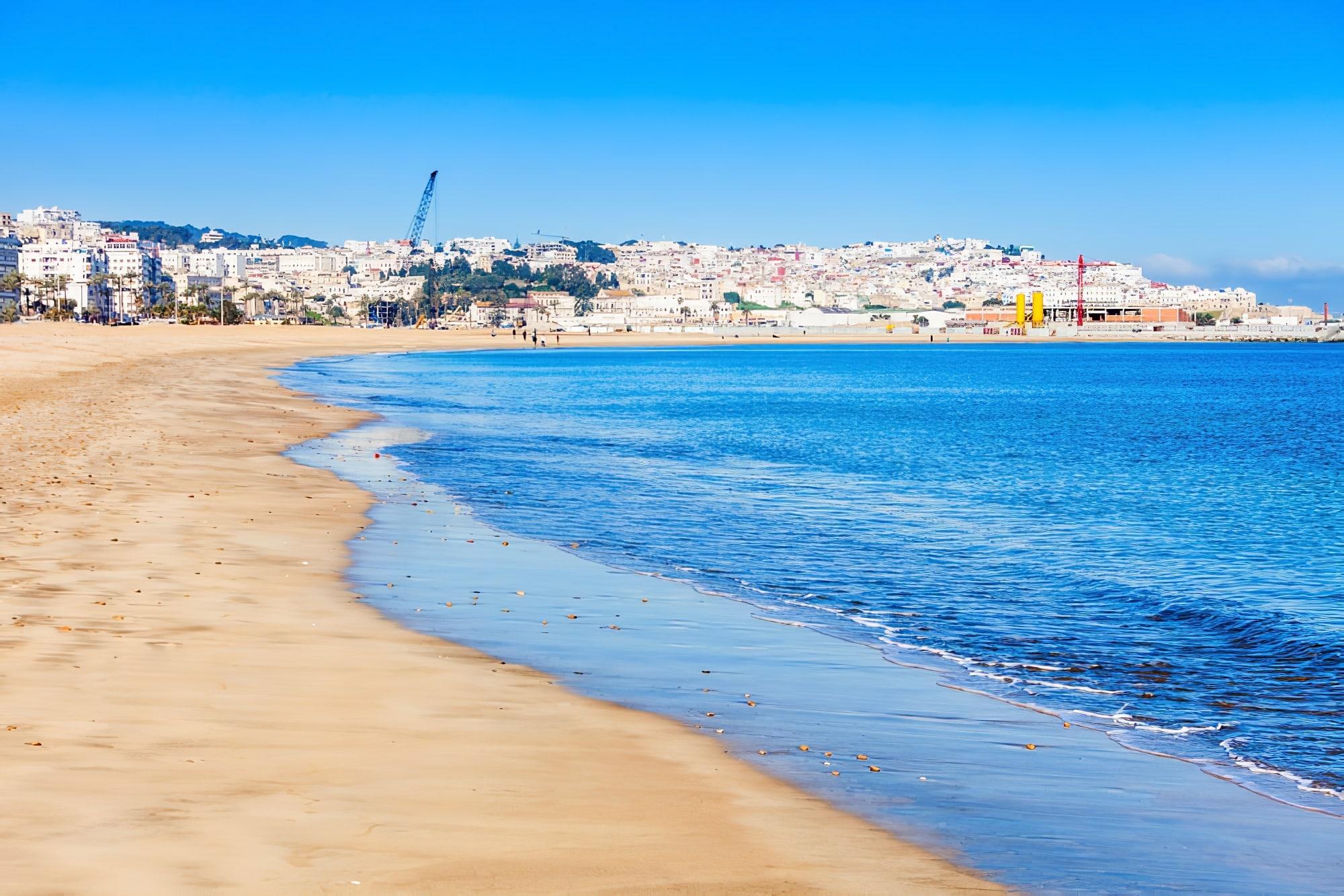Plage de la ville de Tanger