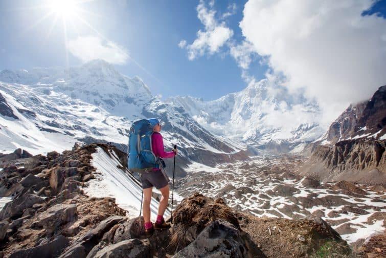 Trekker en route pour le camp de base d'Annapurna, Népal