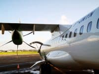 Avion à l'aéroport de Pointe-à-Pire en Guadeloupe