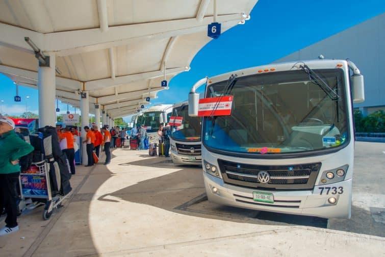 Bus à l'aéroport de Cacún
