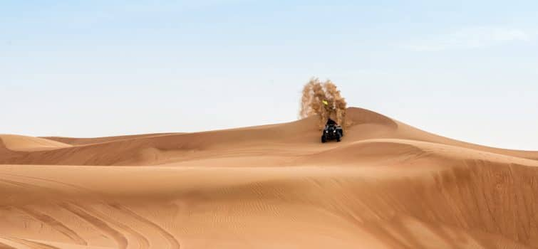 Quand dans le désert de Dubaï