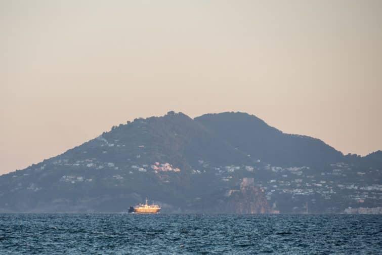 Ferry vers l'île d'Ischia, Naples