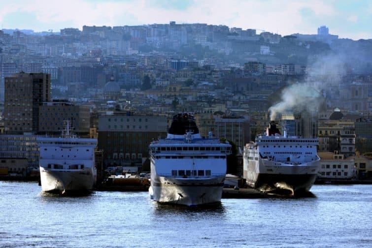 Ferries à Naples