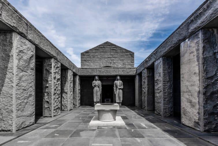 Statues du mausolée Njegos, parc national de Lovcen, Monténégro