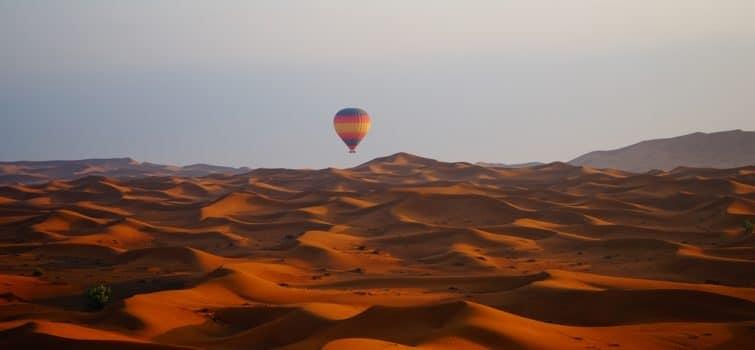 Montgolfière dans le désert de Dubaï