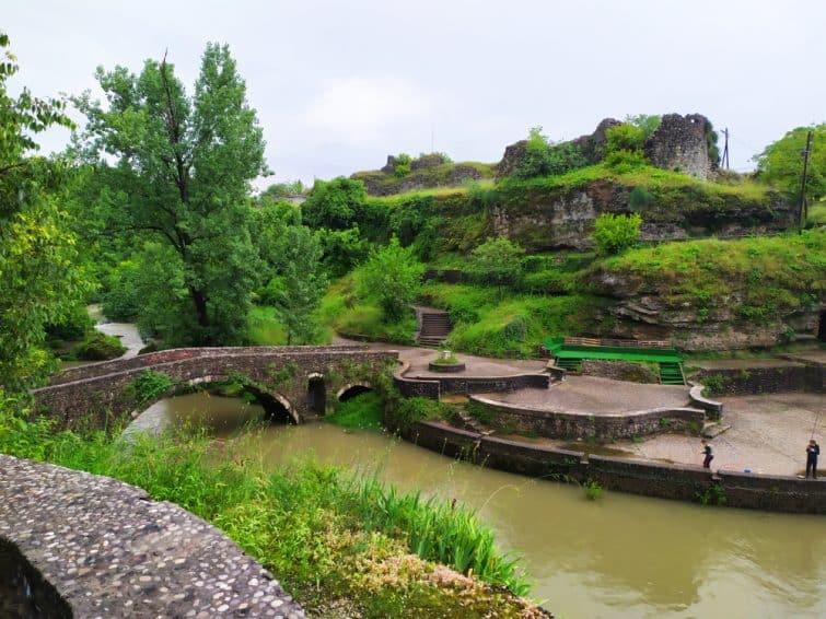 Le pont Adži-pašin