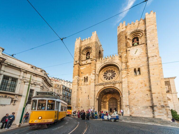 Cathédrale Sé et tram 28, Lisbone