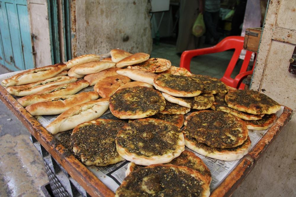 Vente de pita dans les rues de Jérusalem, Israel