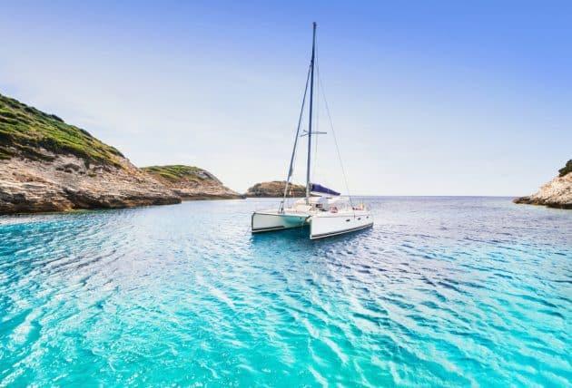 Location de bateau en Corse : idées d'itinéraires en catamaran ou voilier
