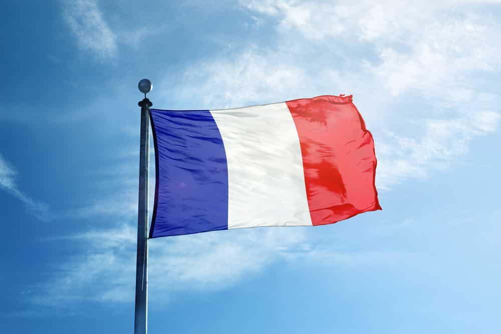 Drapeau français sur le mât